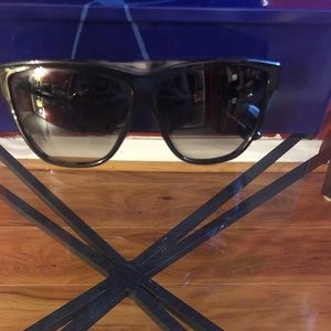 Authentic Gucci Sunglasses ~ Unisex
